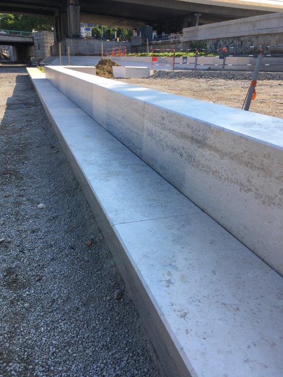 Pose de gradins calcaire